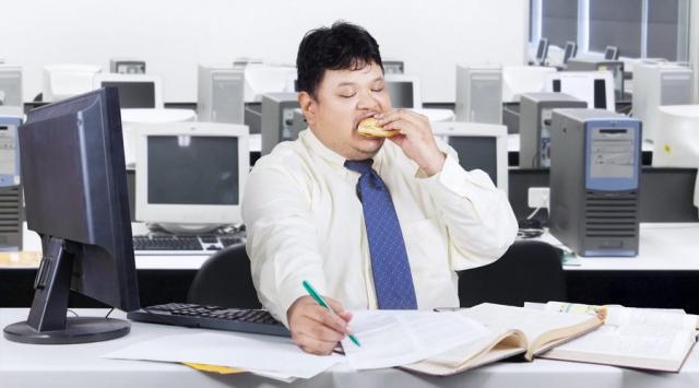Rad u kancelariji - da li povećava rizik od gojaznosti?