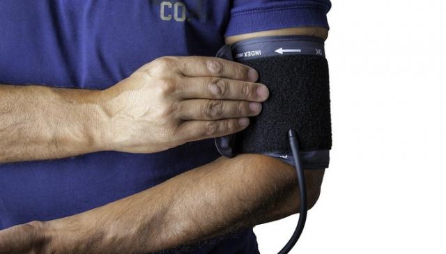 Visok krvni pritisak - koji su simptomi i posledice i kako se leči?